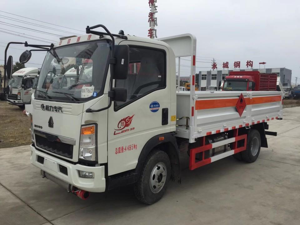 湖北程力重汽豪沃4米2气瓶运输车 (7)