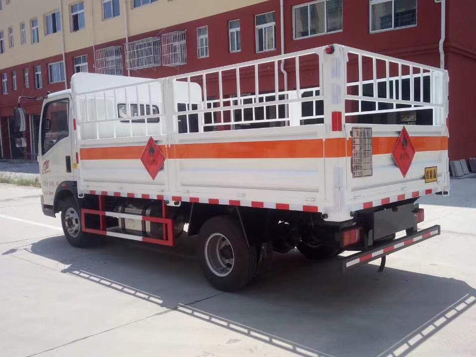 湖北程力重汽豪沃4米2气瓶运输车 (6)