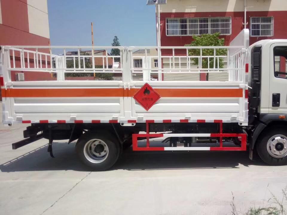 湖北程力重汽豪沃4米2气瓶运输车 (4)
