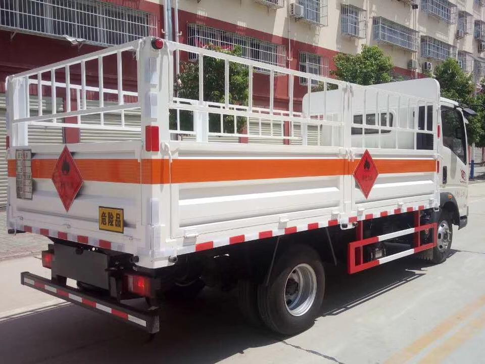 湖北程力重汽豪沃4米2气瓶运输车 (3)