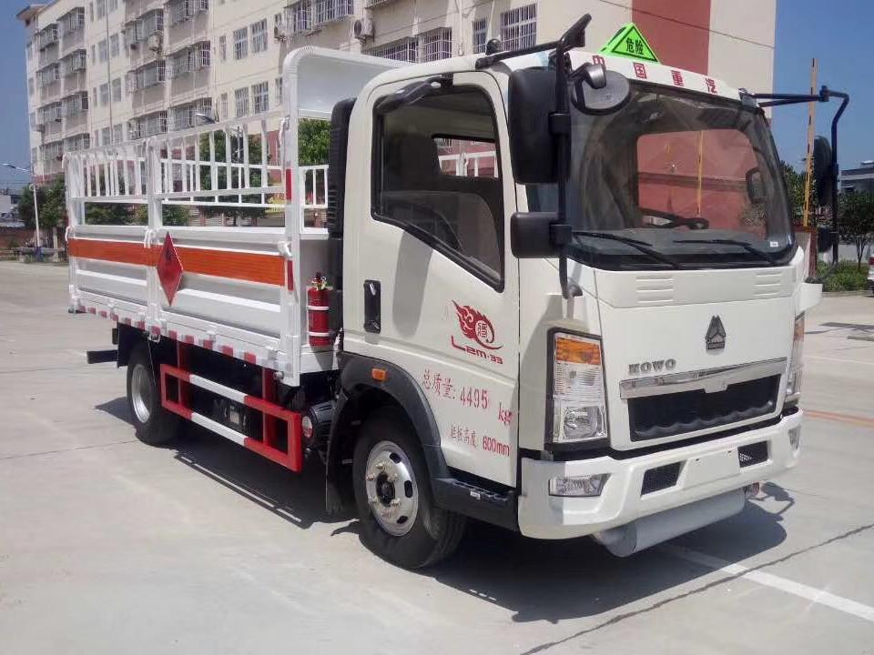 湖北程力重汽豪沃4米2气瓶运输车 (1)