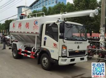 豪沃8立方程力散装饲料运输车
